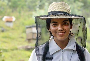 Photo of beekeeper and entrepreneur Oralia Ruano Lima, Guatemala